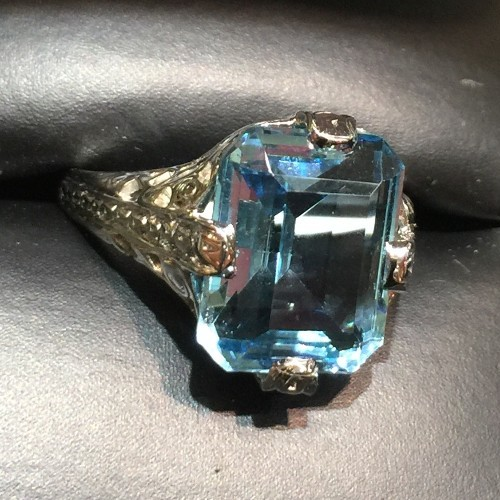 18Kt White Gold Filigree Aquamarine Ring